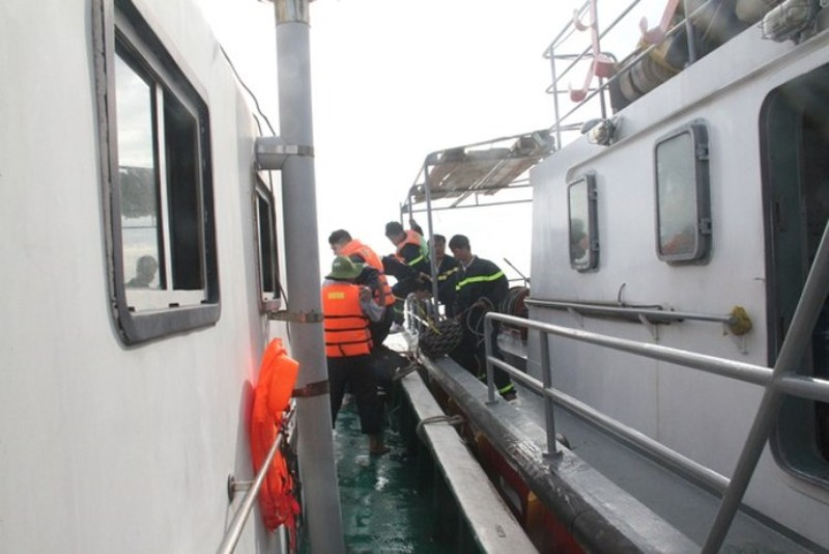 Chìm tàu Hoàng Phúc 18: Sóng lớn, công việc cứu hộ gặp khó khăn - ảnh 4
