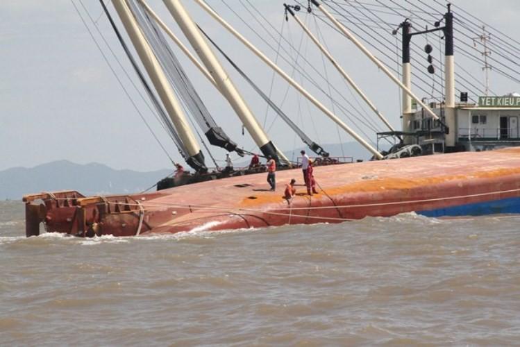Vụ chìm tàu ở Soài Rạp: Tìm thấy hai thi thể thuyền viên  - ảnh 4