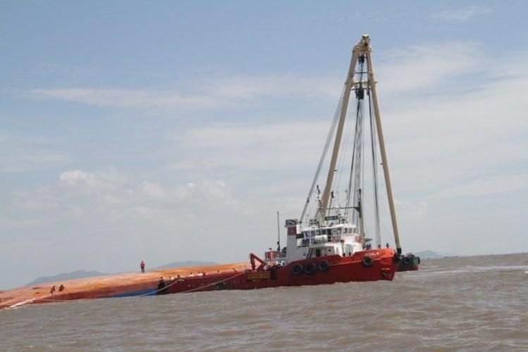 Vụ chìm tàu ở Soài Rạp: Tìm thấy hai thi thể thuyền viên  - ảnh 6