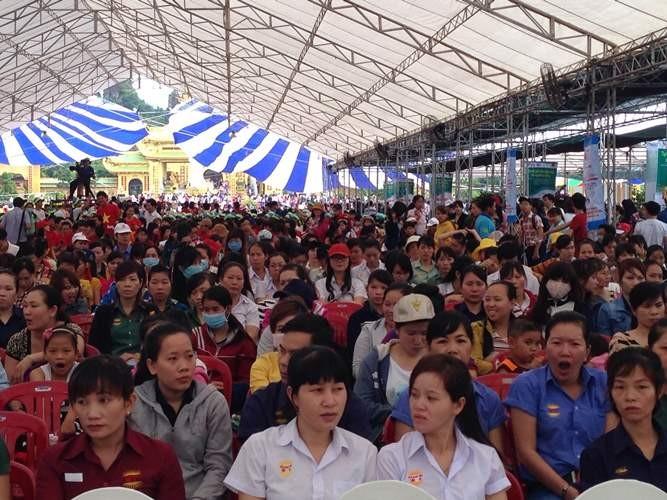 10.000 công nhân dự ngày hội tư vấn, giải đáp pháp luật - ảnh 1