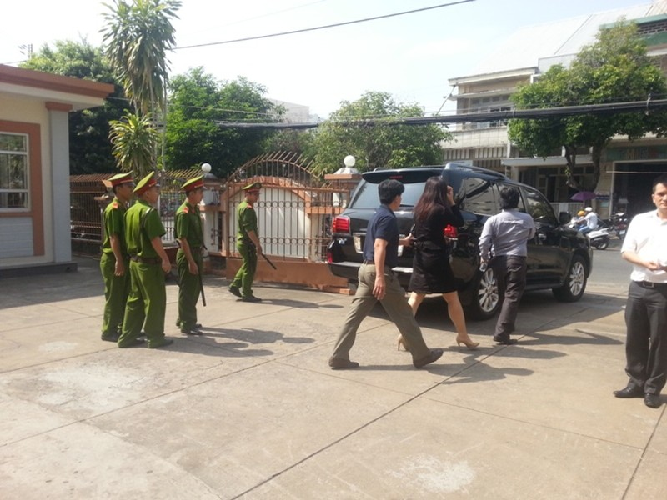 Bị gây rối, đại diện Tân Hiệp Phát phải nhờ cảnh sát hộ tống ra xe - ảnh 4