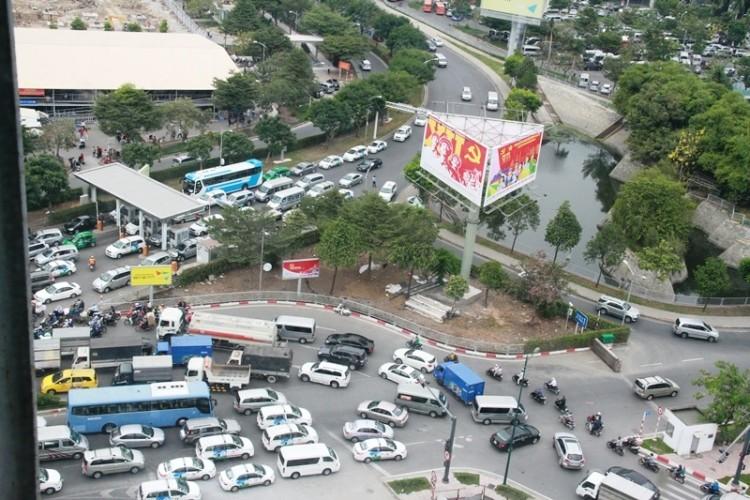 Kẹt xe và 'gỡ nút' ở cửa ngõ sân bay Tân Sơn Nhất - ảnh 15