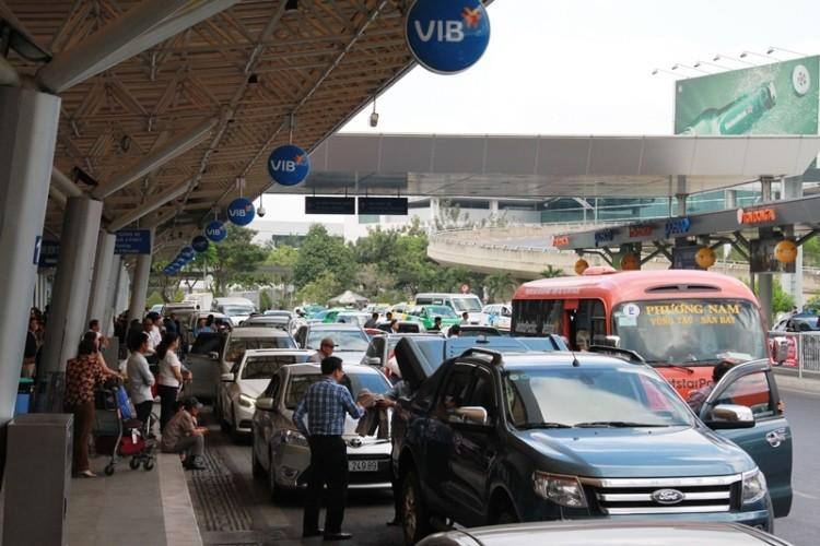 Kẹt xe và 'gỡ nút' ở cửa ngõ sân bay Tân Sơn Nhất - ảnh 3