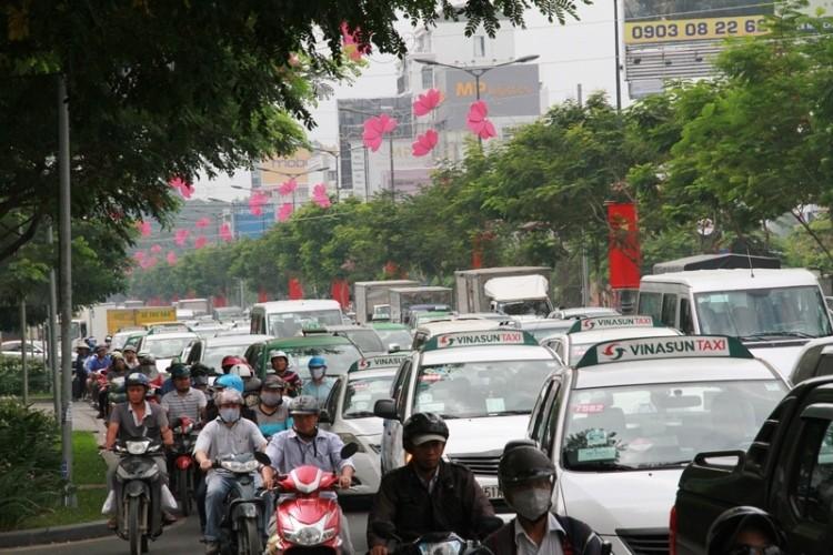 Kẹt xe và 'gỡ nút' ở cửa ngõ sân bay Tân Sơn Nhất - ảnh 9