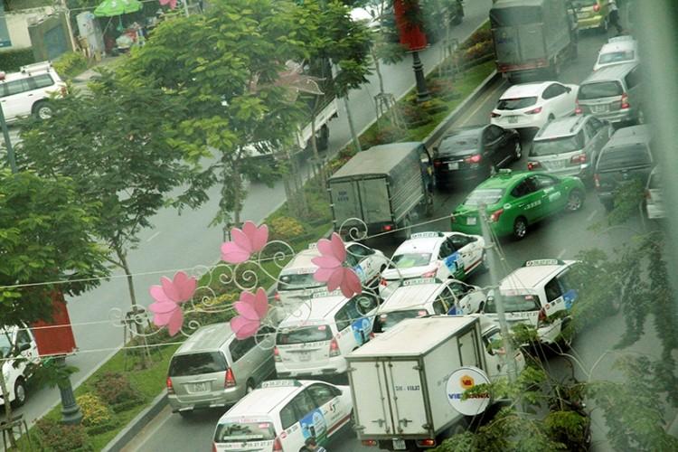 Kẹt xe và 'gỡ nút' ở cửa ngõ sân bay Tân Sơn Nhất - ảnh 11