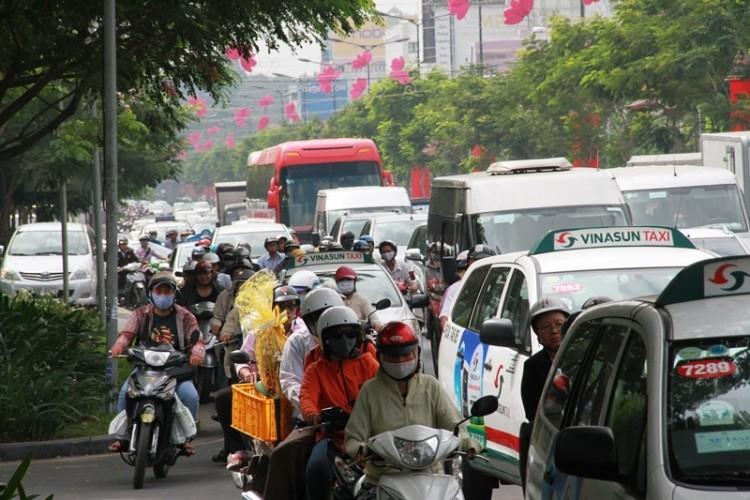 Kẹt xe và 'gỡ nút' ở cửa ngõ sân bay Tân Sơn Nhất - ảnh 12