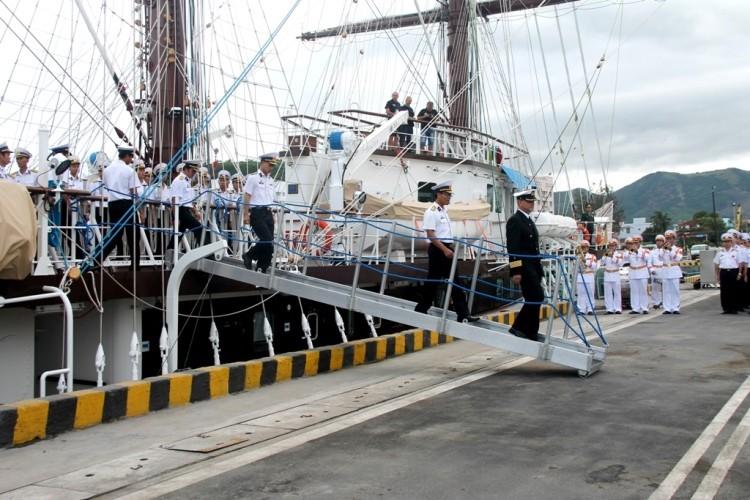 Chùm ảnh: Đón tàu buồm huấn luyện hải quân về nước - ảnh 7