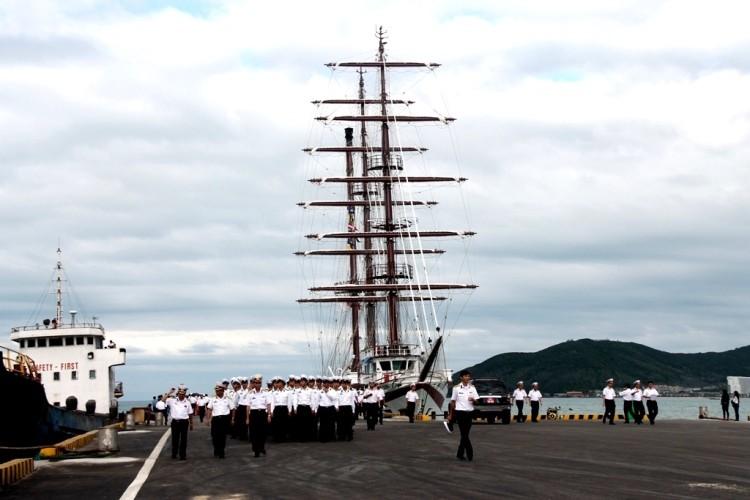 Chùm ảnh: Đón tàu buồm huấn luyện hải quân về nước - ảnh 2