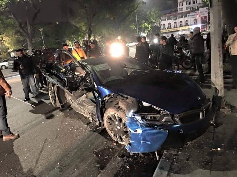 Xe sang BMW i8 xanh ngọc hiếm có bị bẹp giúm vì tai nạn - ảnh 3