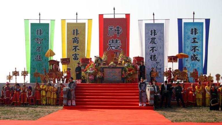 Khai hội 'Vua' xuống ruộng làm lễ Tịch điền - ảnh 11