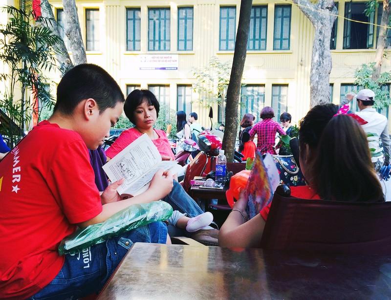 Chùm ảnh: Du xuân ở phố Sách Hà Nội - ảnh 13