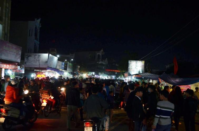 Chợ Viềng: Nghẹt thở đi chợ cầu may - ảnh 11