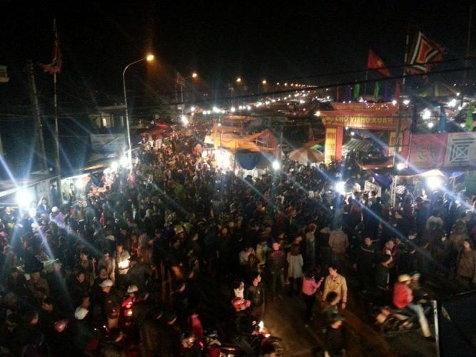Chợ Viềng: Nghẹt thở đi chợ cầu may - ảnh 12