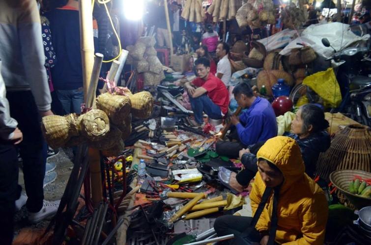 Chợ Viềng: Nghẹt thở đi chợ cầu may - ảnh 14