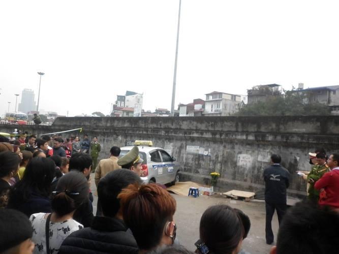 Vụ taxi 'điên': Nhân viên trông xe tự ý lái xe khách gửi  - ảnh 2
