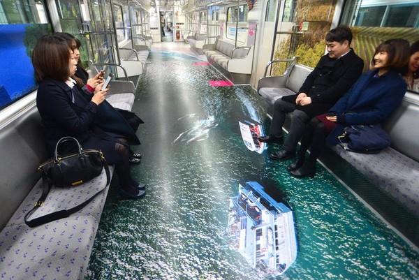 Những chuyến tàu điện có một không hai ở Seoul - Ảnh 2.