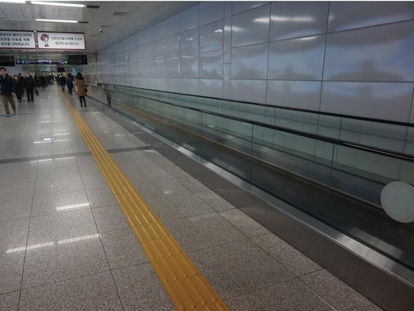 """Hệ thống tàu điện ngầm """"hiện đại như phim"""" của Seoul - Ảnh 15."""