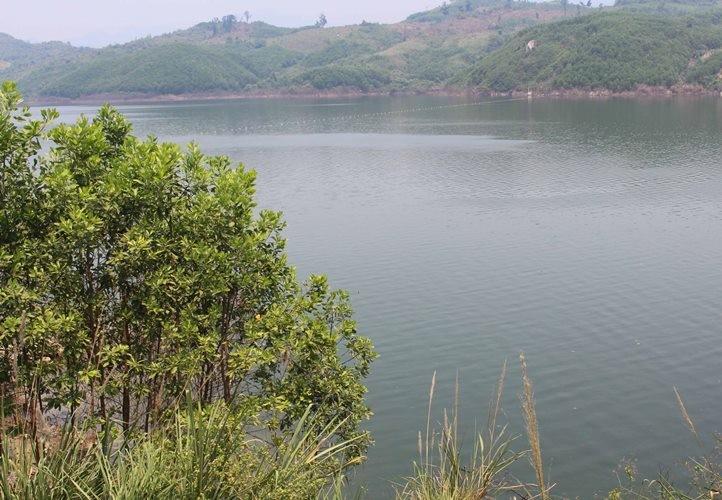Tìm thấy thi thể người chồng trong vụ lật ghe ở sông Tranh - ảnh 1