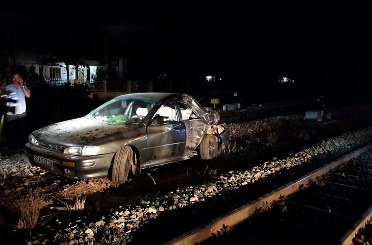 Tàu hỏa tông ô tô, cả gia đình đi viếng đám tang gặp nạn - ảnh 1