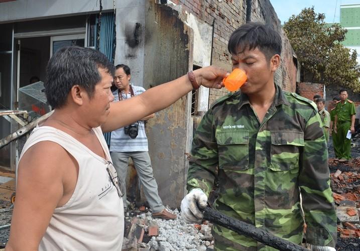 Lính biên phòng giúp dân chữa cháy kịp thời - ảnh 2