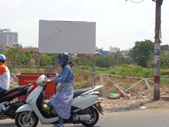 Đừng 'treo' mãi các dự án cầu, đường… - ảnh 1