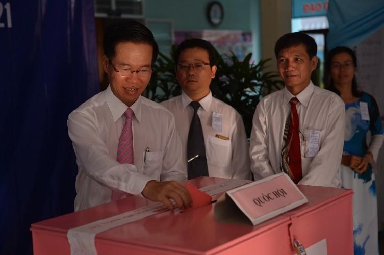 Toàn cảnh ngày bầu cử: Kiểm phiếu ngay trong đêm - ảnh 47