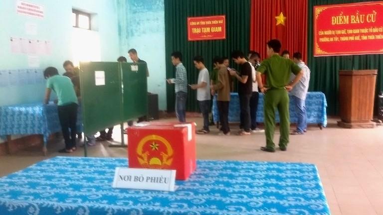 Toàn cảnh ngày bầu cử: Kiểm phiếu ngay trong đêm - ảnh 16
