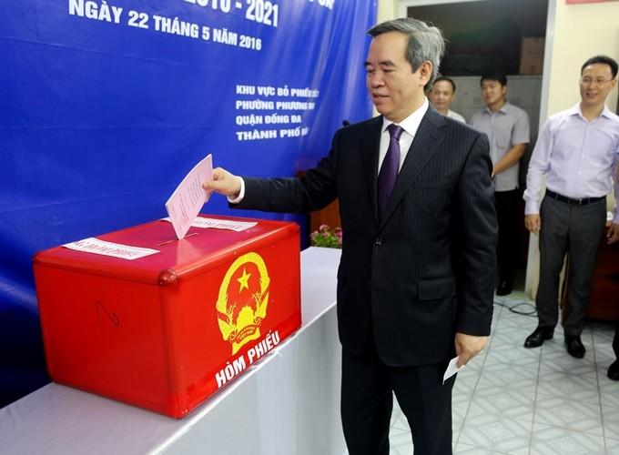 Toàn cảnh ngày bầu cử: Kiểm phiếu ngay trong đêm - ảnh 21