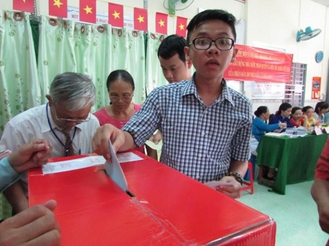 Toàn cảnh ngày bầu cử: Kiểm phiếu ngay trong đêm - ảnh 11