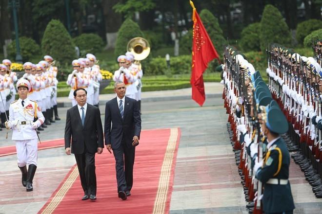 Tổng thống Obama công bố gỡ bỏ cấm vận vũ khí đối với Việt Nam  - ảnh 11