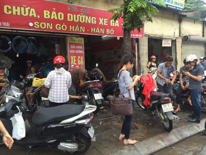 Hà Nội ngập nặng sau trận mưa lớn, giao thông rối loạn - ảnh 11