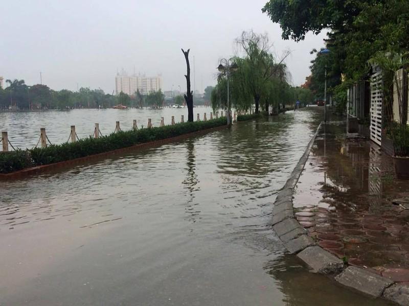 Hà Nội ngập nặng sau trận mưa lớn, giao thông rối loạn - ảnh 24