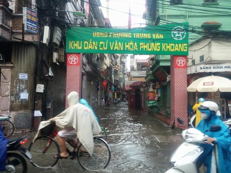 Hà Nội ngập nặng sau trận mưa lớn, giao thông rối loạn - ảnh 26