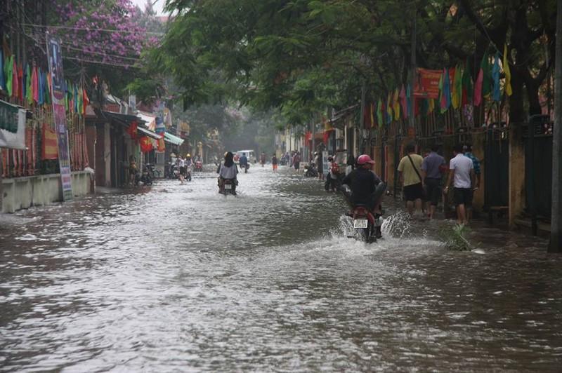 Hà Nội ngập nặng sau trận mưa lớn, giao thông rối loạn - ảnh 12