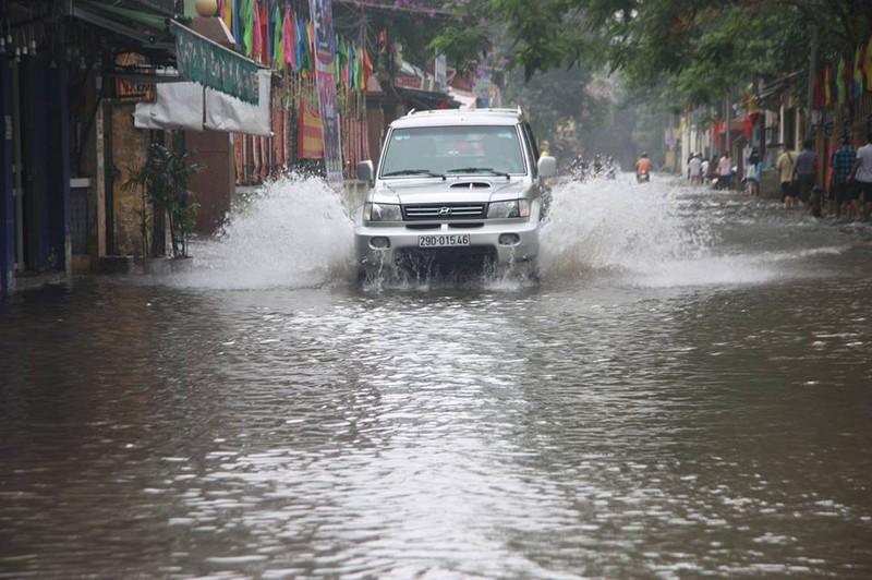 Hà Nội ngập nặng sau trận mưa lớn, giao thông rối loạn - ảnh 13