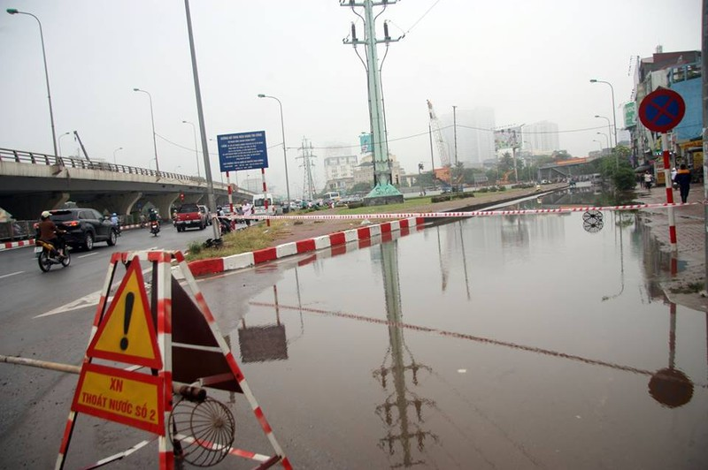 Hà Nội ngập nặng sau trận mưa lớn, giao thông rối loạn - ảnh 19
