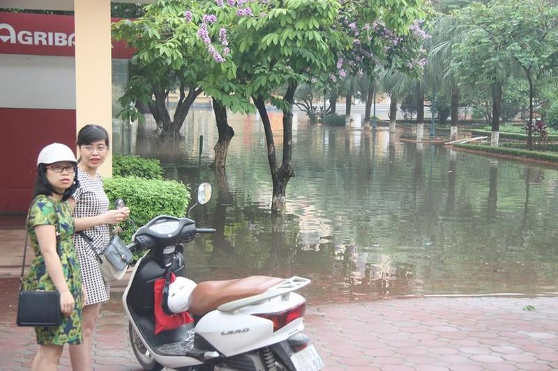Hà Nội ngập nặng sau trận mưa lớn, giao thông rối loạn - ảnh 21