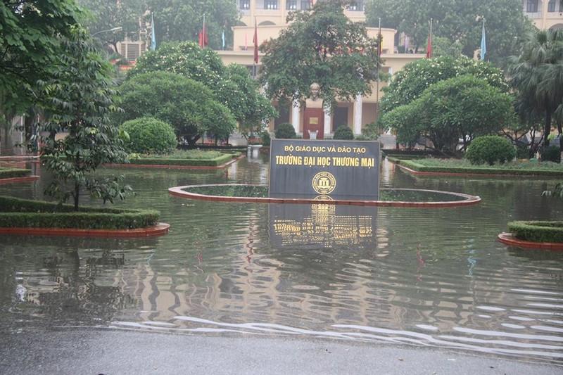 Hà Nội ngập nặng sau trận mưa lớn, giao thông rối loạn - ảnh 22