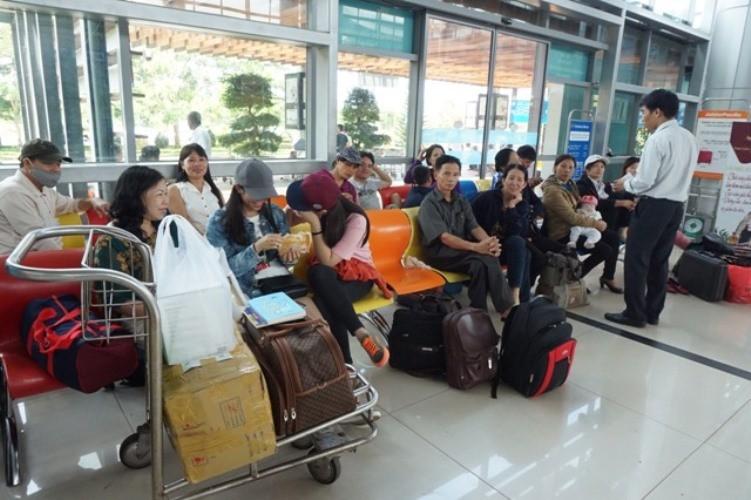 Sân bay Buôn Ma Thuột tê liệt vì hỏng đường băng - ảnh 4