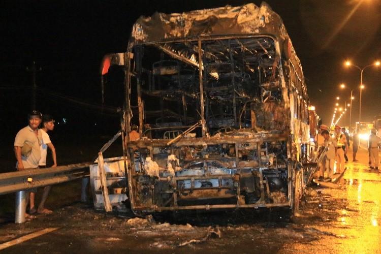 Xe khách bốc cháy dữ dội, 35 hành khách thoát chết ngoạn mục - ảnh 4