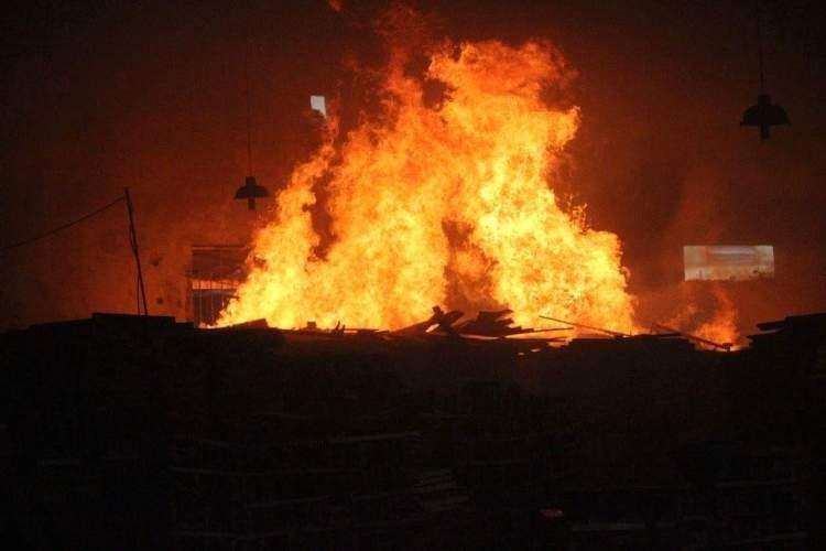 Cháy dữ dội ở xưởng gỗ - ảnh 2