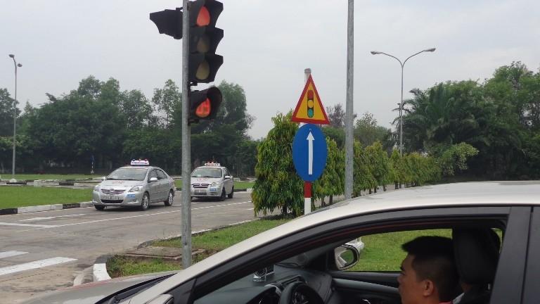 Từ 1-7, thi lái xe trên đường dễ… rớt! - ảnh 7