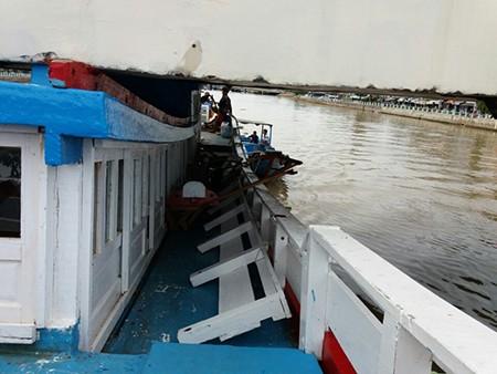 cận cảnh con tàu bị mắc kẹt