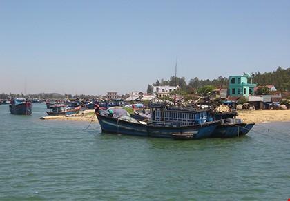 5 ngư dân bị tàu Trung Quốc đâm chìm đã về đến đất liền  - ảnh 1