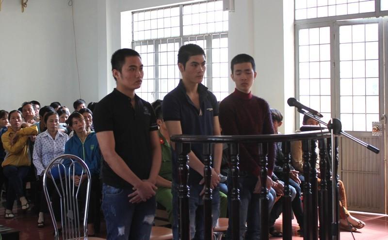 Nhóm thanh niên áp tải người ra rẫy đánh hội đồng hầu tòa - ảnh 1