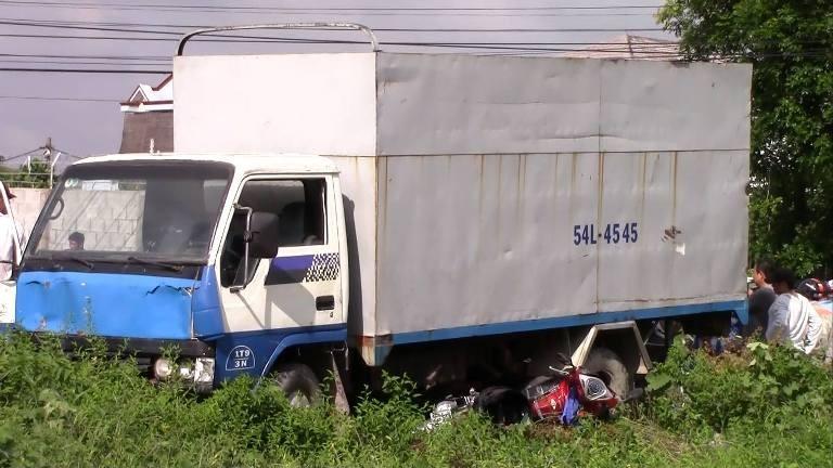 Tài xế 17 tuổi lái xe ủi hàng loạt xe máy, 3 người nguy kịch - ảnh 3