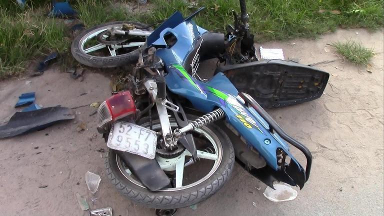 Tài xế 17 tuổi lái xe ủi hàng loạt xe máy, 3 người nguy kịch - ảnh 5