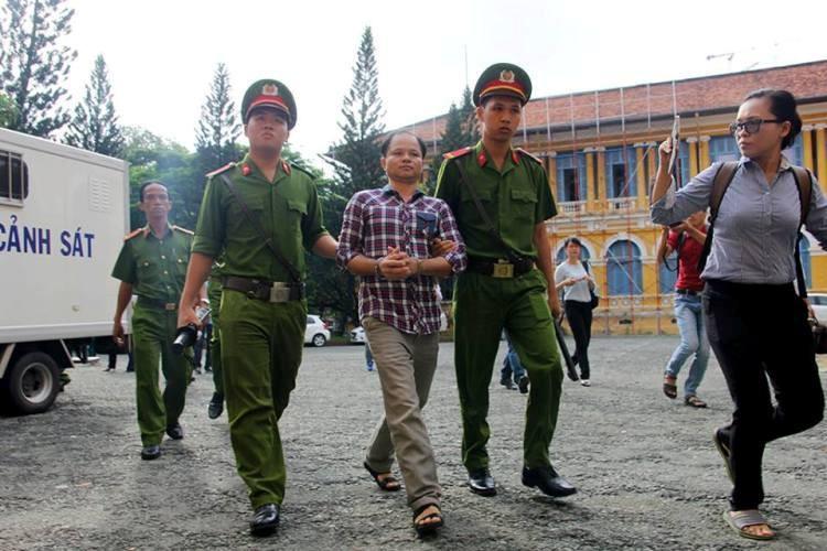 Bị cáo Võ Văn Minh bị dẫn giải đến phiên tòa