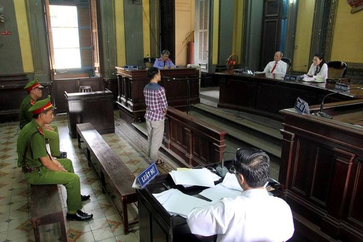 Bị cáo Minh đang trình bày trước tòa