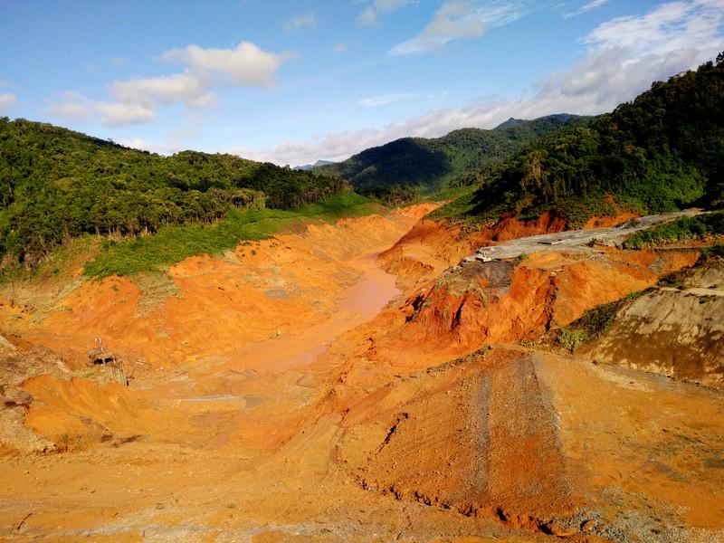 Hiện trường vụ vỡ đường ống thủy điện Sông Bung 2. Ảnh Huy Trường